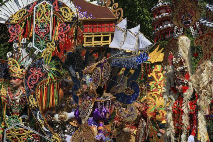 Kostum Solo Batik Carnival   ANTARA Foto