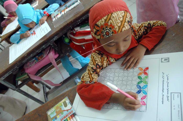 Lomba Desain Warna Batik Antara Foto