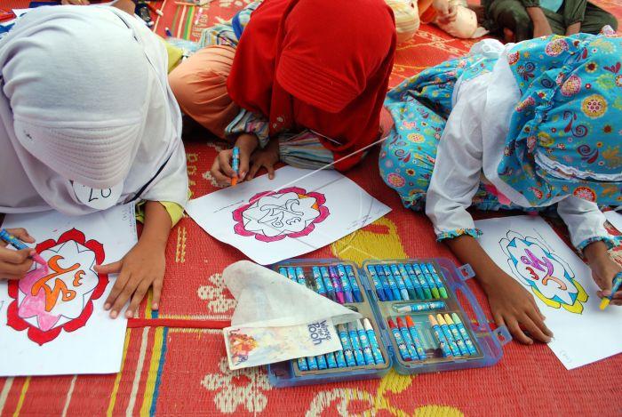 Lomba Mewarnai Kaligrafi Islami Antara Foto