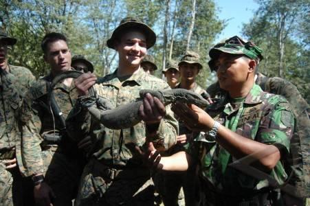 Ketika Tukang becak Buta Huruf Masuk Menjadi Anggota TNI..................