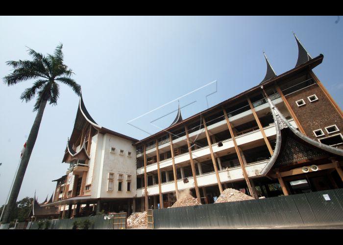 Perbaikan Kantor Gubernur Sumatera Barat Antara Foto