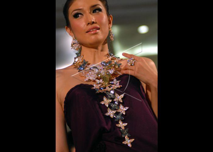 Perhiasan Emas | ANTARA Foto
