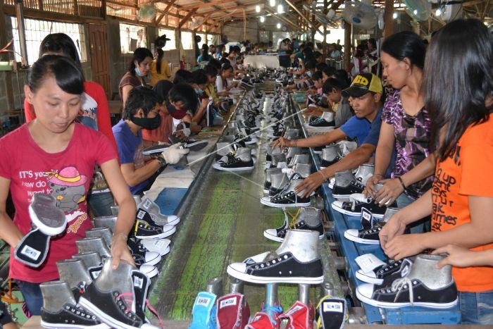 Produksi Sepatu Lokal  6a123fd757