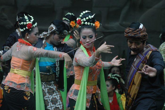 西ジャワ州のKETUK TILUダンス