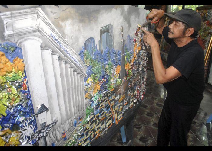 Seni Kolase Limbah Sampah Plastik Antara Foto