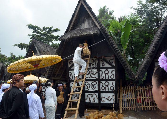 SEREN TAUN KAMPUNG SINDANG BARANG | ANTARA Foto