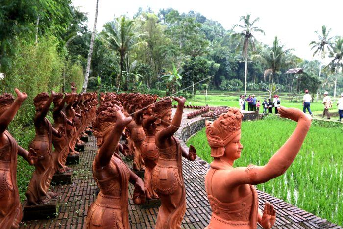 Taman Gandrung Terakota Antara Foto