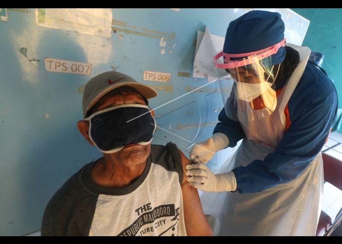 Vaksinasi Untuk Ketua Rt Dan Rw | ANTARA Foto